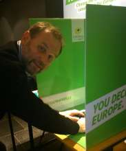 Bart Staes voting in Green Primary